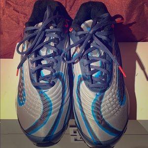 Nike gray tennis shoe